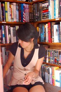 Freshman Joy Campbell looks through the Bart's Books offerings -- Photo by Daphne Psaledakis